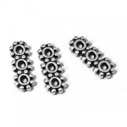 Separador de Metal Zamak 4x10mm con 3 Agujeros (Ø 1mm)